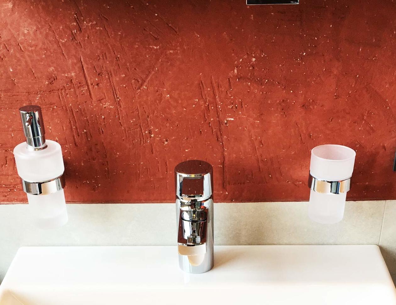 kalkspachtel im bad | mw malereibetrieb | bodenarbeiten, wärme, energie
